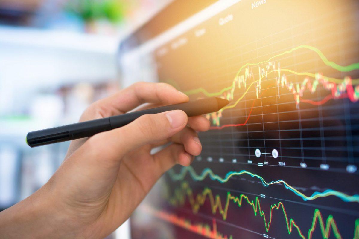 """Blick auf Börsenkurs als Metapher für """"MaRisk – Funktion, Inhalte und Anwendungsbereiche"""""""