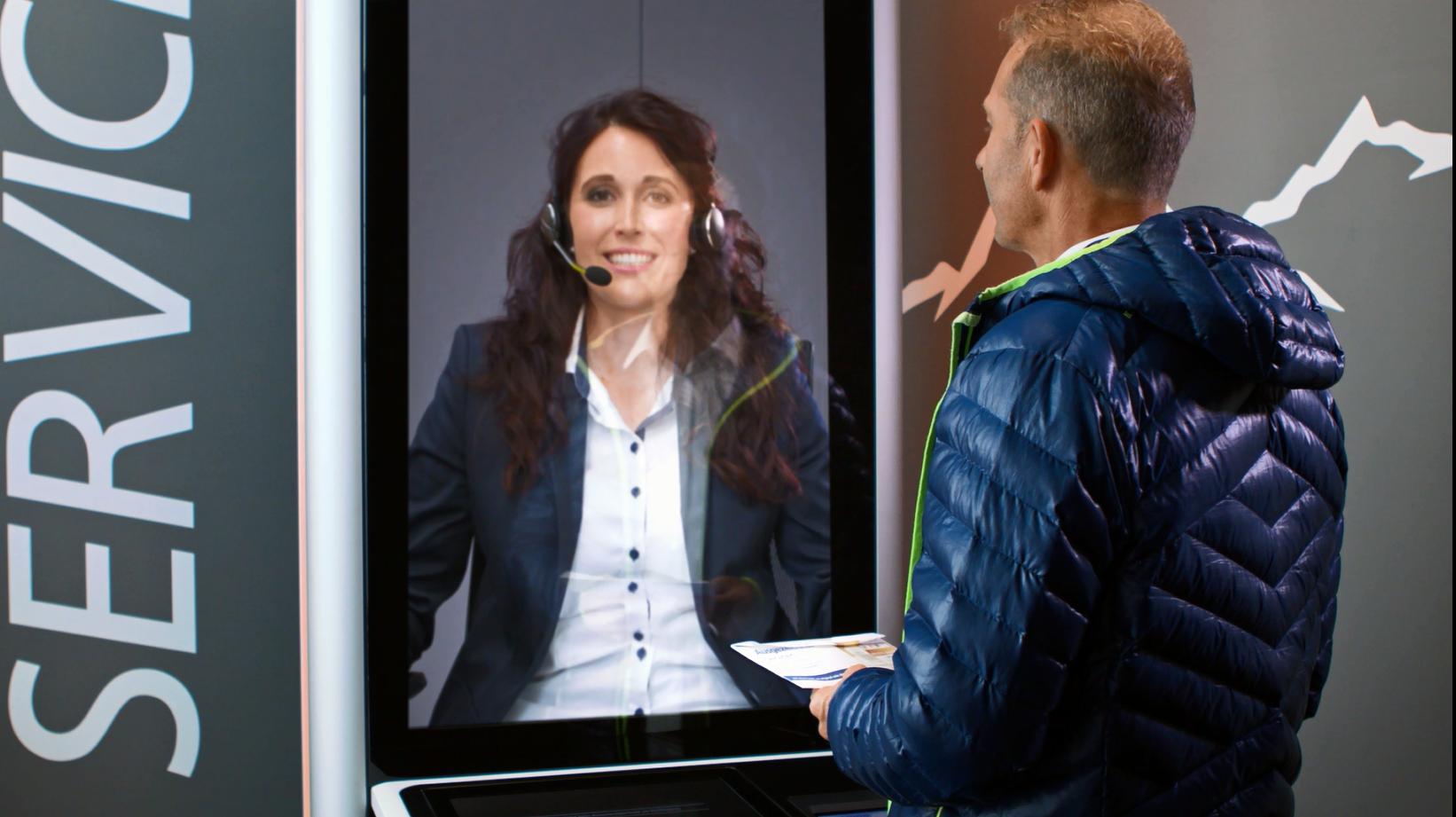 Person unterhält sich mit VideoService