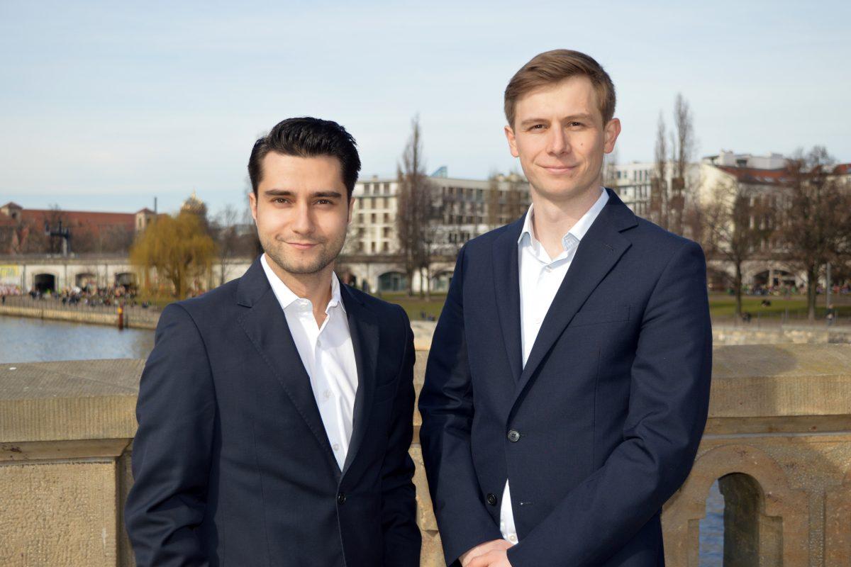 Bild von Kurosch D. Habibi und Pascal Stichler, Geschäftsführer der Carl Finance GmbH