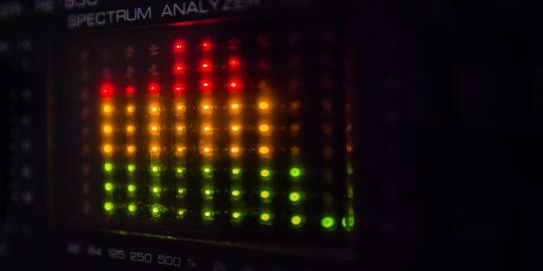 Ausschläge auf einem Audiosystem als Metapher für inverse Liquiditätsrisikostresstests (ILS)