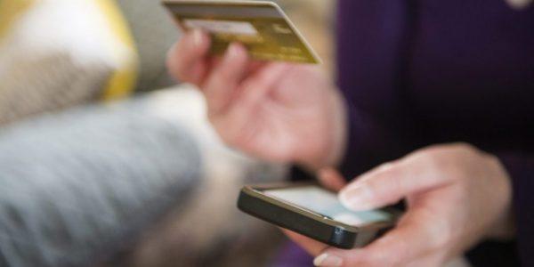 Banknutzer mit Kreditkarte und Smartphone - Bankkundenbefragung 2018: Deutschland, Österreich und die Schweiz im Vergleich