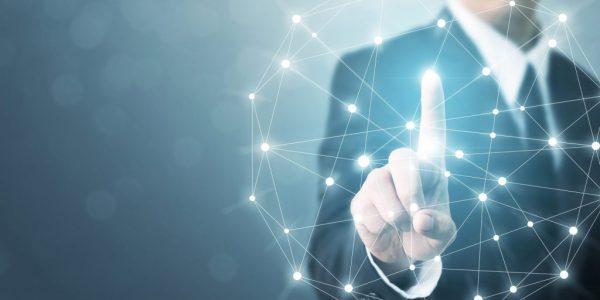 """Businessmann der auf abstraktes Netz zeigt als Metapher für """"CFO als Chief Future Officer"""