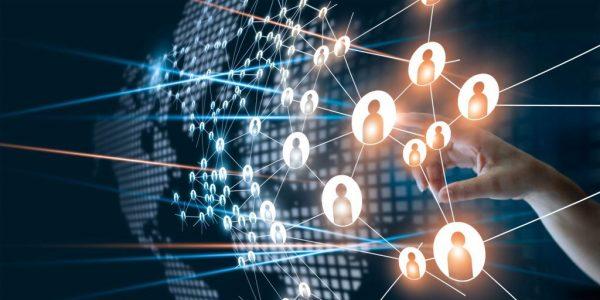 Digitales Netzwerk aus Menschen als Metapher für Wege aus der reaktiven Risikokultur: Mit (mehr) Sicherheit die Leistung steigern