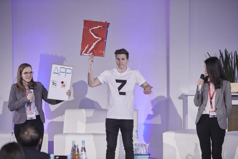 Ideen-Pitch: Die smarte Yes-No-App – wird sie den Hamburger Flughafen revolutionieren / Design Thinking Bootcamp / BankingHub