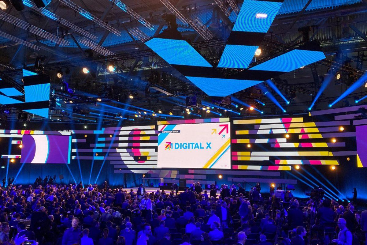 Blick auf die Konferenzhall der Digital X 2019 – Europas größter Digitalisierungsgipfel / BankingHub