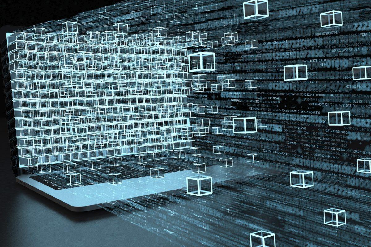 """Datenstrom, der aus Notebook fließt als Metapher für """"Erlaubnispflicht für das Kryptoverwahrgeschäft"""""""