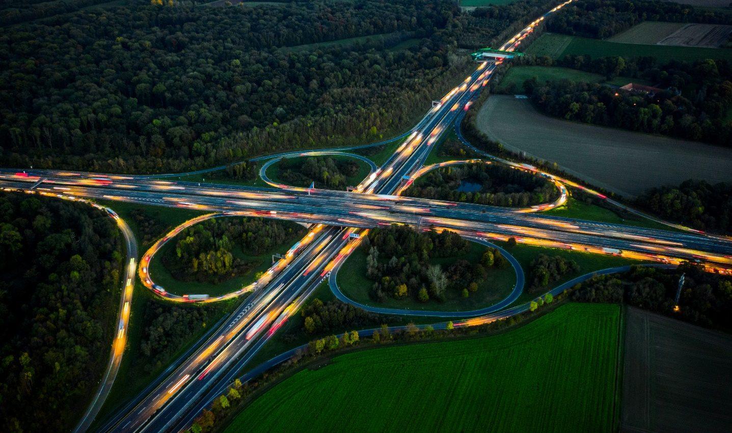 """Autobahn als Metapher für """" Firmenkundenstudie 8.0 - Geschwindigkeit aufnehmen. Orientierung behalten"""""""