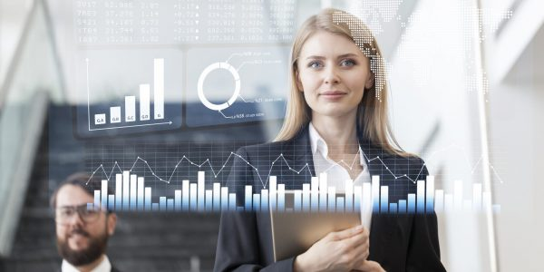 """Managerin blickt auf Entwicklungen als Metapher für """"Effektive Nutzung von Provisionssysteme für Banken und Finanzdienstleister"""""""