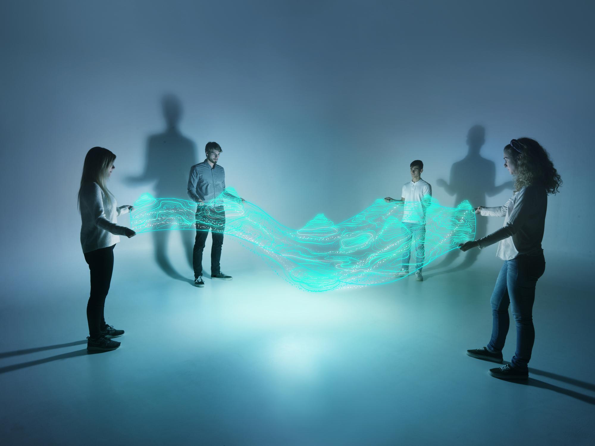 """Mitarbeiter halten Netz und sind darüber miteinander verbunden als Metapher für """"Systemeinführungen im Cut-over-Management planen"""""""