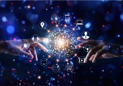 """Hände die globale Verbindung berühren und Network Icons als Metapher für """"Omnichannel-Management macht den Unterschied"""""""