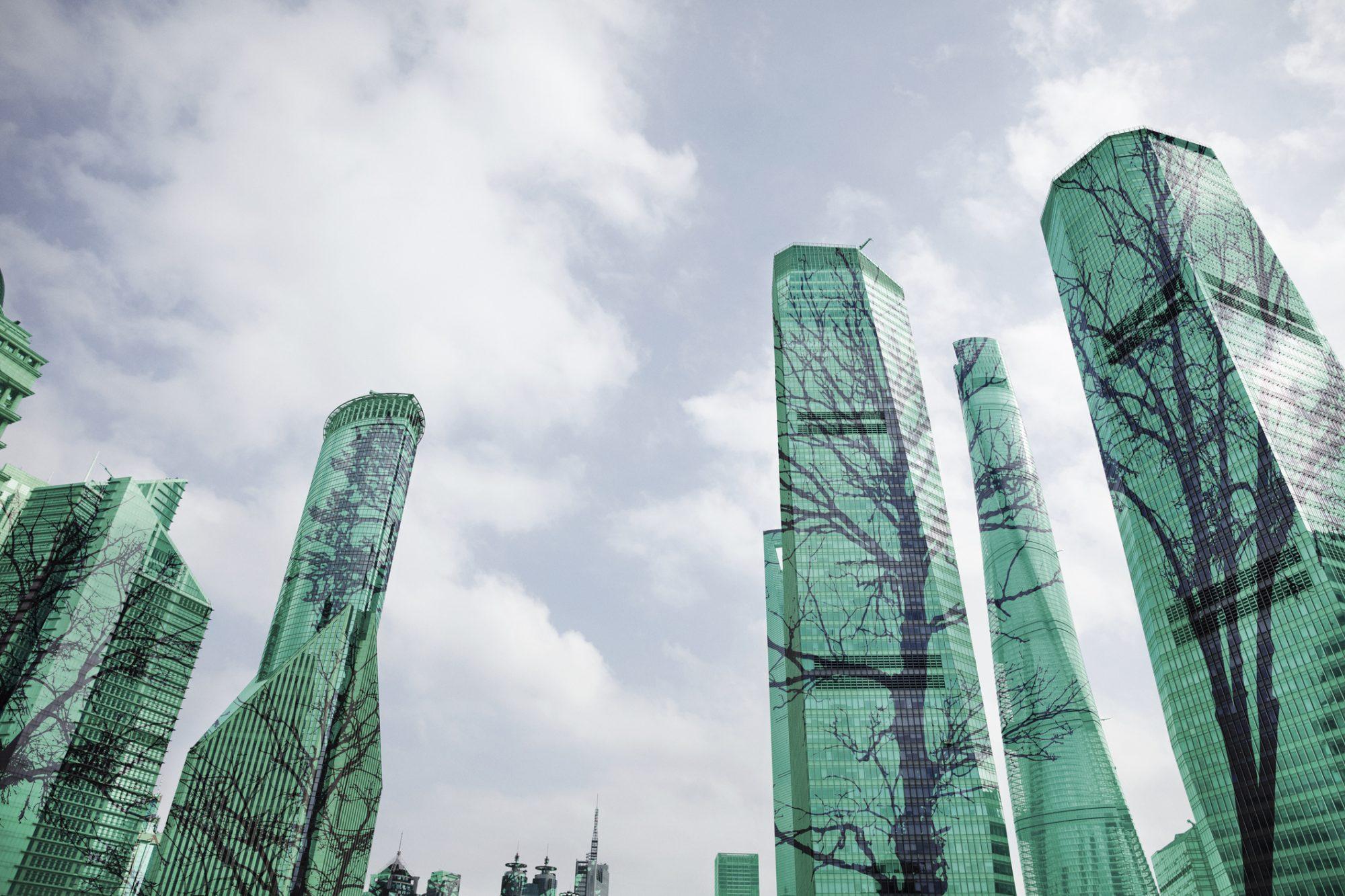 """Abstrakte Wolkenkratzer, die Bäume , die nach oben ranken darstellen als Metapher für den Artikel """"ESG-Investitionen auf dem Vormarsch"""""""