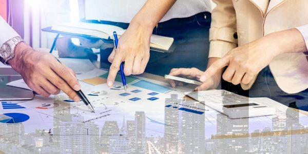 "Besprechung neuer Regelungen im Business Meeting als Metapher für den Artikel ""Risikoreduzierungsgesetz (RiG): Ausweitung der Proportionalität"""
