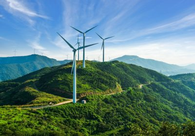 Windräder als Metapher für Nachhaltigkeit im Firmenkundengeschäft